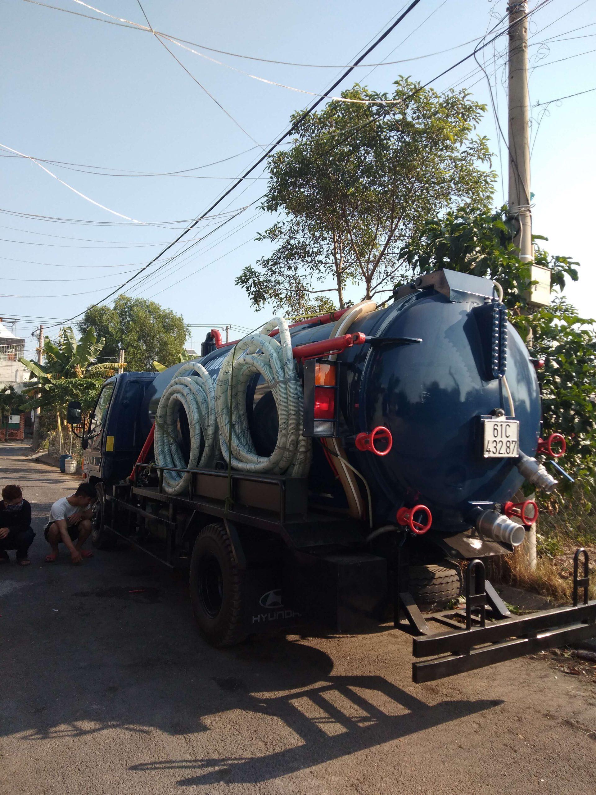 Xe vận chuyển bùn vi sinh đúng khối lượng
