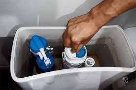 sữa phao bồn cầu bị rỉ nước