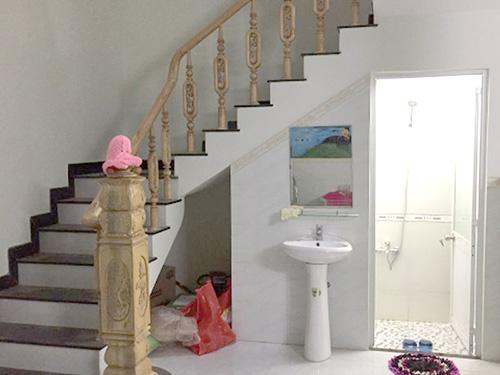 mẫu nhà vệ sinh đẹp gầm cầu thang